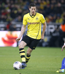 Robert Lewandoski plays against Hertha BSC in December 2013 -- photo: dpa