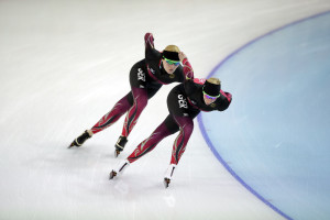 German speedskaters Bente Kraus, front, and Stephanie Beckert train at the Adler Arena Skating Center during the 2014 Winter Olympics in Sochi -- photo: dpa