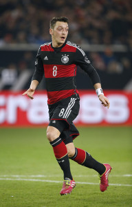 Mehmet Özil with the ball during the Chile friendly match in Stuttgart on 5 March -- photo: dpa