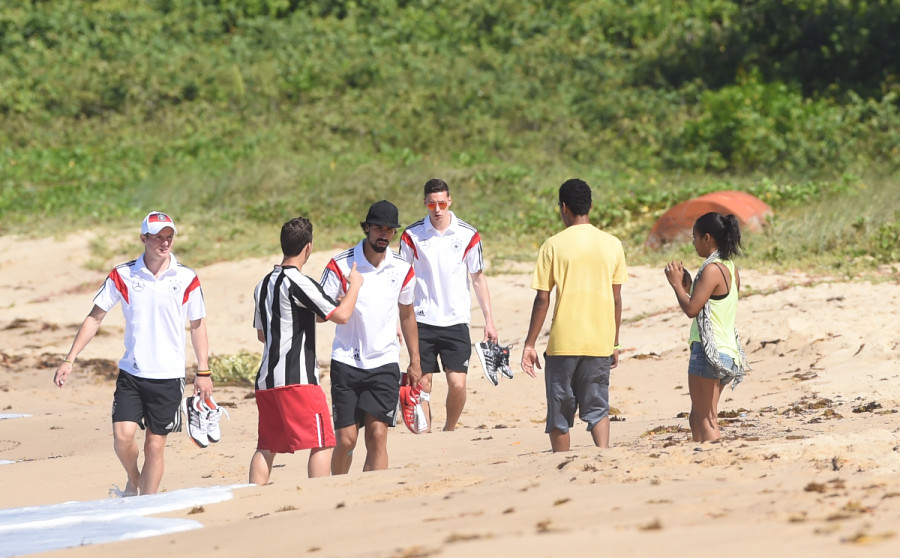 Beach action during a training session of the German national soccer team at the training center in Santo Andre, Brazil, 09 June 2014. The FIFA World Cup will take place in Brazil from 12 June to 13 July 2014. Photo: Marcus Brandt/dpa