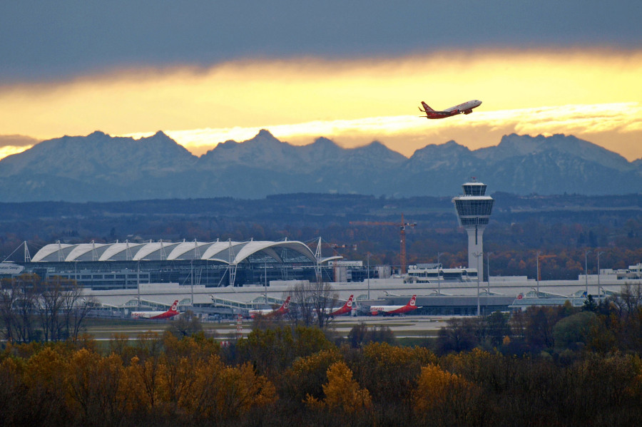 Munich Airport - munichFOTO