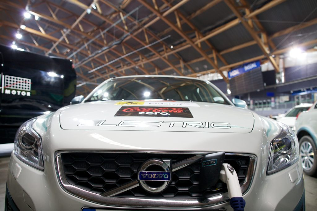 Volvo to move fully away from fossil fuel cars in 2019