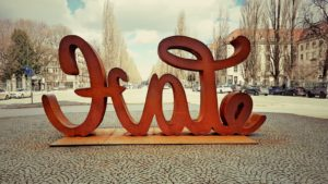 MunichNOW LOVE HATE Sculptures by Mia Florentine Weiss Siegestor