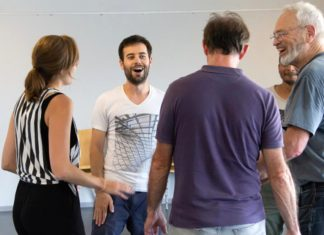 Bogdan works with the actors during one of the many rehearsals Photo: Fegert/Fuss