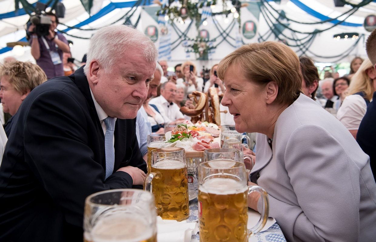 Angela Merkel (CDU) and Bavarian Minister Horst Seehofer (CSU) try to sort things out over a few beers at Oktoberfest(c) dpa - Angela Merkel (CDU) and Bavarian Minister Horst Seehofer (CSU) try to sort things out over a few beers at Oktoberfest(c) dpa -